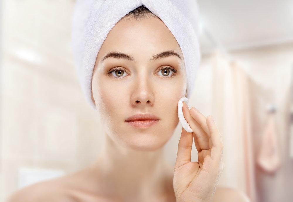 Bild Hautpflege mit Wattepad