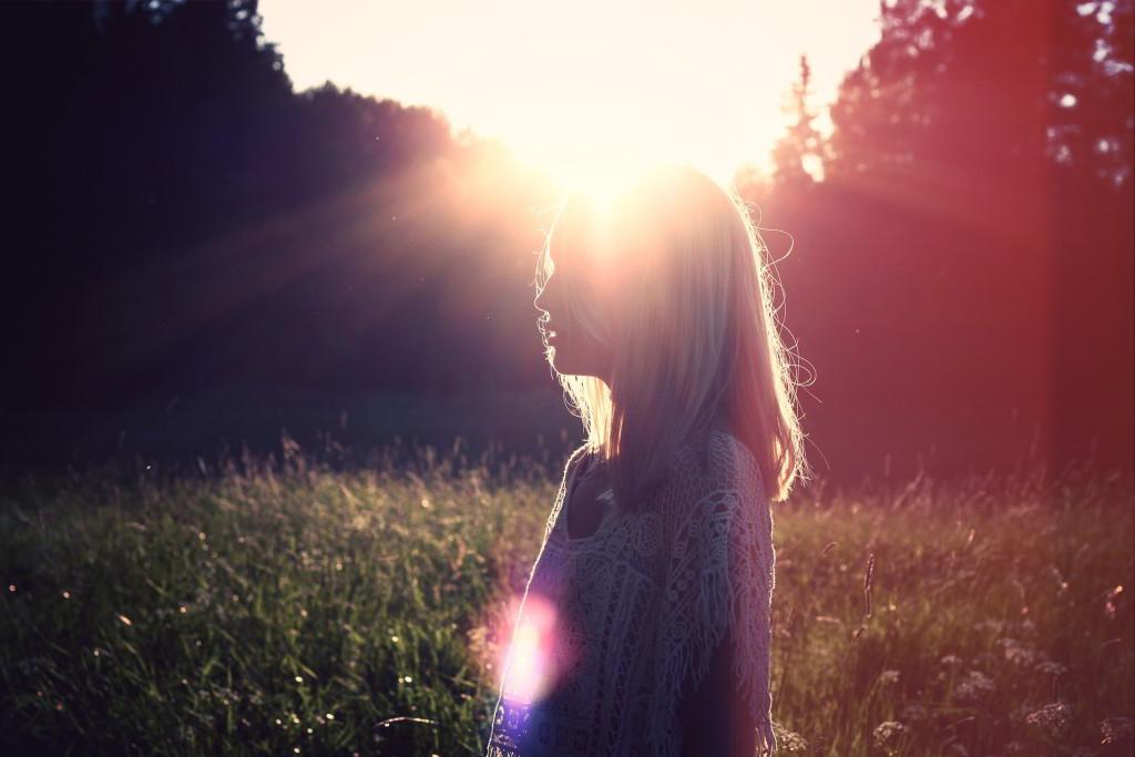 Bild Frau und Sonnenschein - EYVA Blog