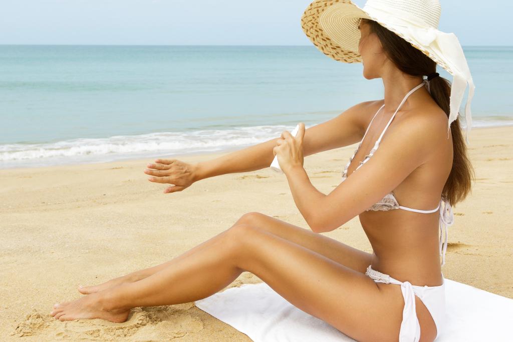 Fettfreie Sonnenmittel können helfen, Mallorca Akne vorzubeugen. © shutterstock.com