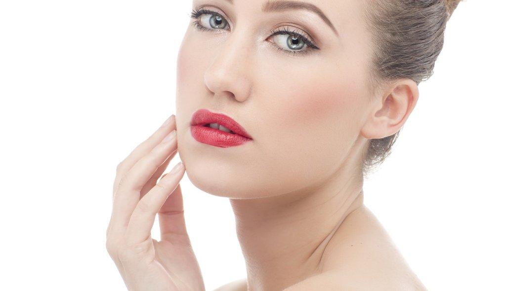 Gesicht einer jungen Frau - EYVA Blog