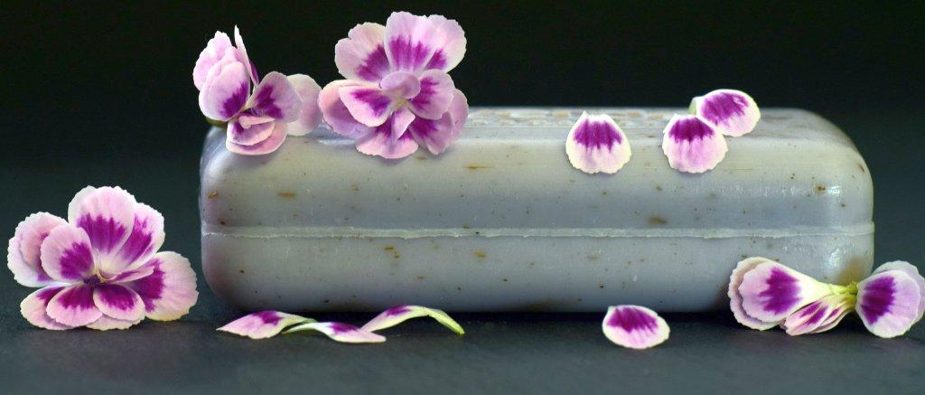 Seife mit Blüten - EYVA Blog