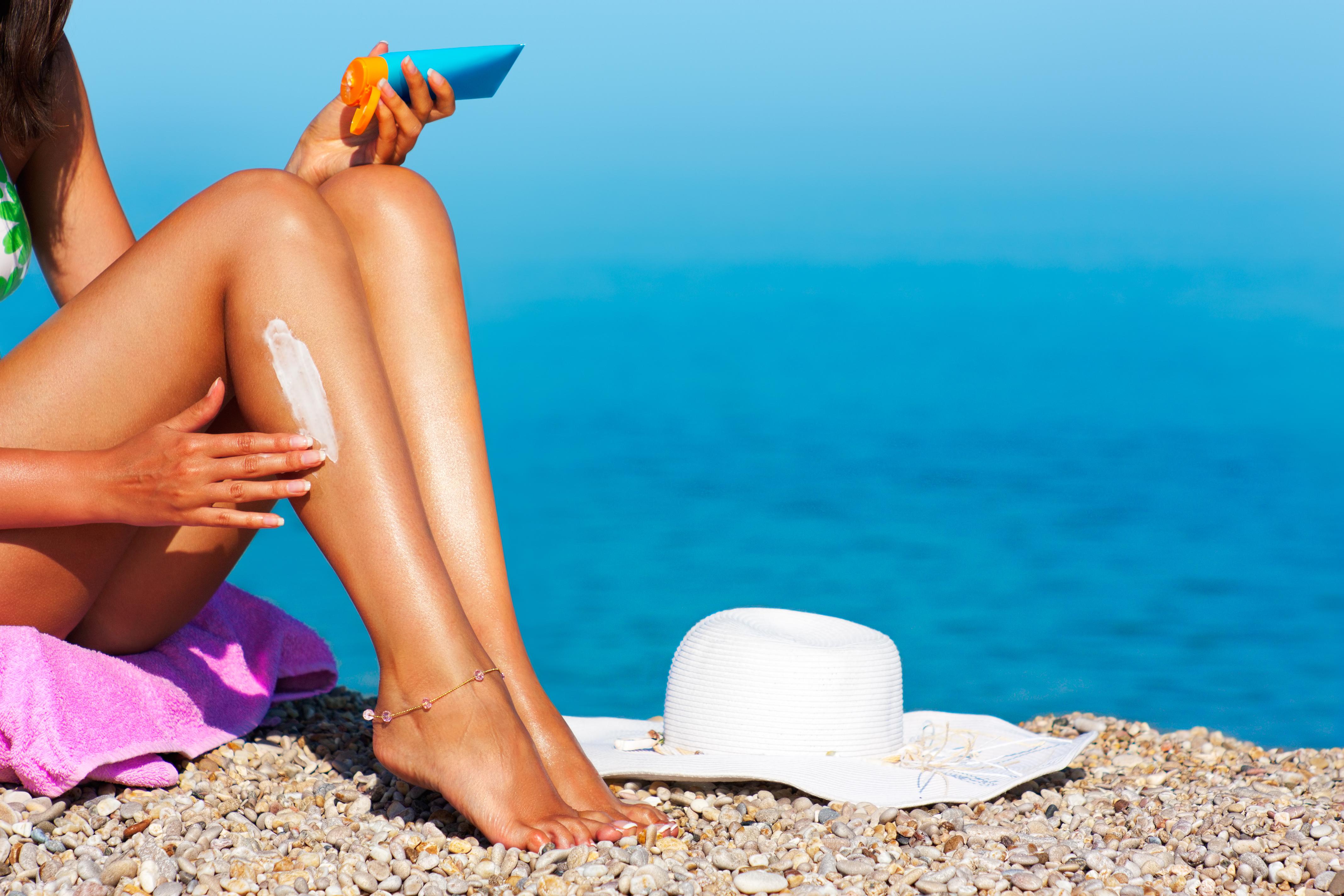 Sonnenschutz ist das wichtigste must-have für die Strandtasche. © shutterstock.com