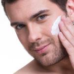 Gesichtspflege für Männer – Tipps für eine zarte Haut