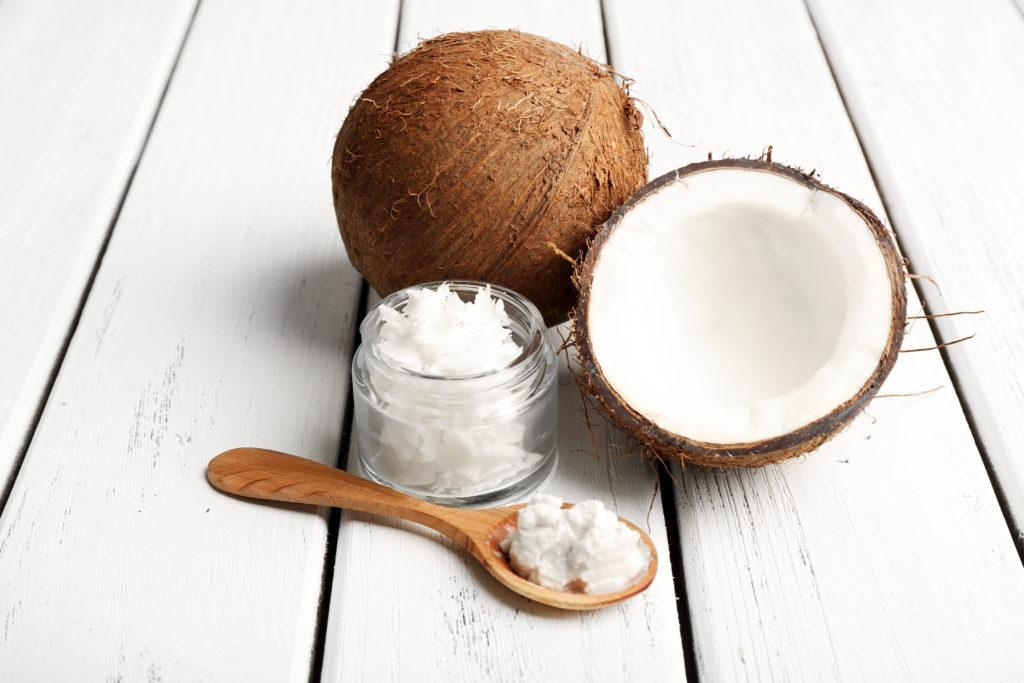 Kokosöl eignet sich optimal um Cream Blush selber herzustellen. © shutterstock.com