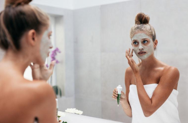 Gesichtsmasken gegen Pickel zum selber machen. © shutterstock.com