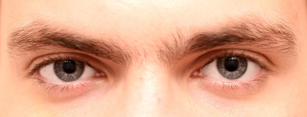 Monoaugenbrauen bei Männern wirken ungepflegt. © shutterstock.com