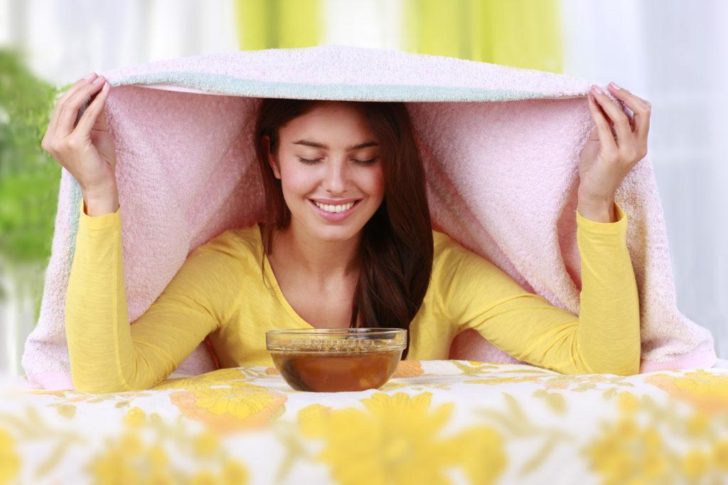 Ein Pfefferminz-Dampfbad hilft Poren zu öffnen. © shutterstock.com