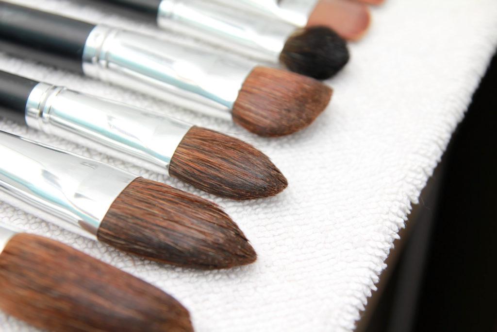 Gereinigte Pinsel sind wichtig für die optimale Make-up Vorbereitung © shutterstock.com