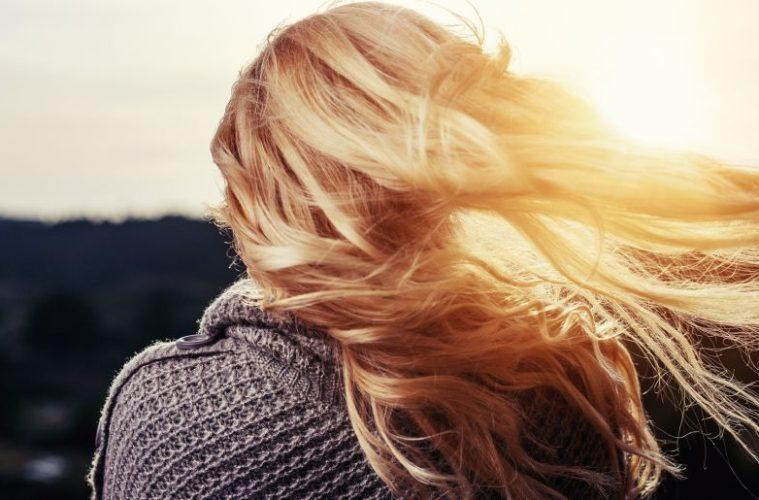 Blonde Haare einer Frau - EYVA-Blog