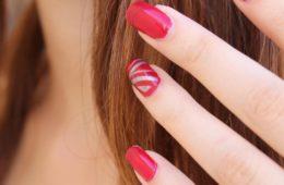 Rote künstliche Fingernägel - EYVA-Blog